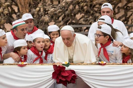 Paus rayakan HUT