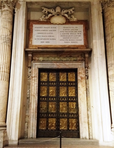 Pintu Suci Basilika Santo Petrus