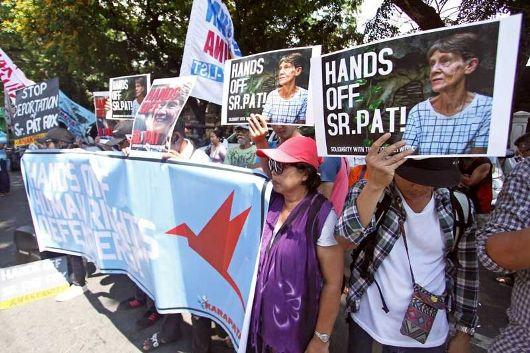 Dukungan untuk Suster Pat. Foto Philippine Star
