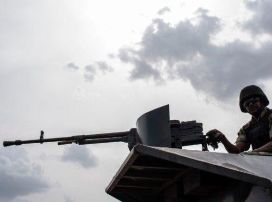 Polisi militer Nigeria berpatroli di daerah di mana boko haram milisi lainnya melakukan serangan (AFP)