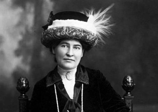"""Willa Cather Penerima American Pulitzer Prize mengklaim: """"Hanya seorang wanita, yang ilahi, yang bisa tahu semua yang bisa diderita wanita."""" Wikipedia PD 2/12"""