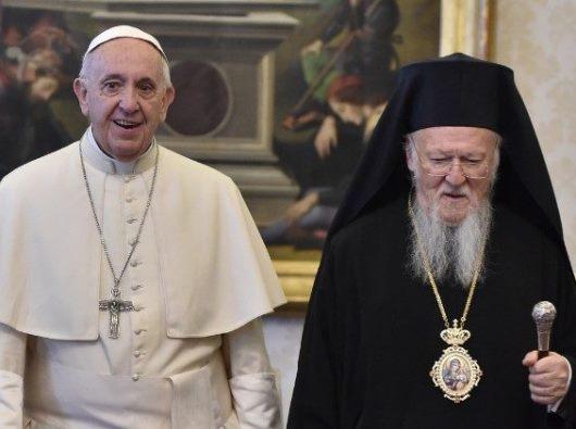 Paus Fransiskus dan  Patriark Bartolomeus dari Constantinople  (Vatican Media)