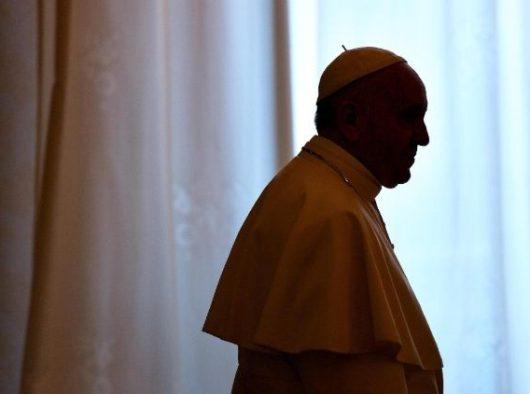 Paus Fransiskus di kantornya di Istana Apostolik   (ANSA)