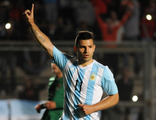 Sergio Aguero, Argentina Striker itu akan ikut dengan Messi untuk berziarah. Namun, dia menambahkan tantangan lain. Mereka berdua akan datang San Nicolas dengan berlari.(AP,2/13)