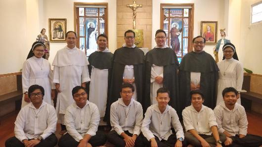 Bersama beberapa imam, suster dan frater di Surabaya/Ist