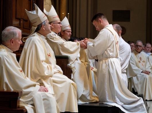 """Imam yang ditabiskan berjanji """"hormat dan taat"""" kepada uskup pengganti-penggantinya. Foto: Stephen Brashear"""