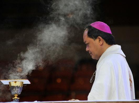 Uskup Kalookan Mgr Pablo Virgilio David merayakan Misa dalam Konferensi Filipina tentang Evangelisasi Baru di UST di Manila, 19 Juli 2018. ROY LAGARDE
