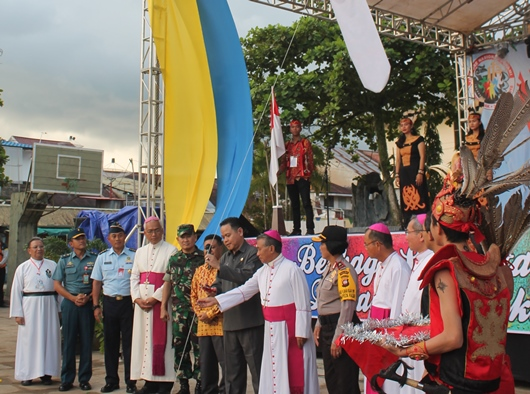 Jamnas Sekami 2018 dimulai dengan pengguntingan pita balon oleh wakil pemerintah/PEN@ Katolik/pcp