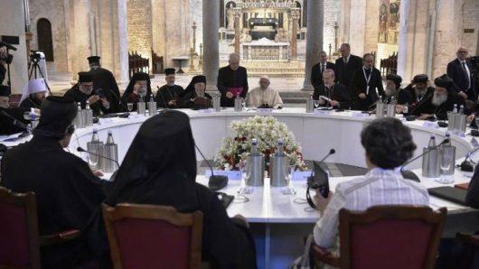 Suasana pertemuan Paus Fransiskus dengan para patriark Gereja-Gereja Timur Tengah/Vatican Media