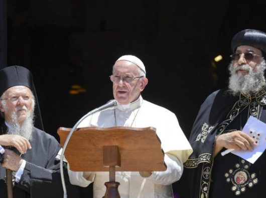 Paus Fransiskus dalam kunjungan ekumenis ke Bari, Italia bagian selatan. Foto Vatican Media