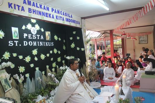 Pastor Rufinus Sabtian Herlambang MSF memimpin Misa Pesta Santo Dominikus di Panti Asuhan Pondok Si Boncel. (PEN@ Katolik/pcp)
