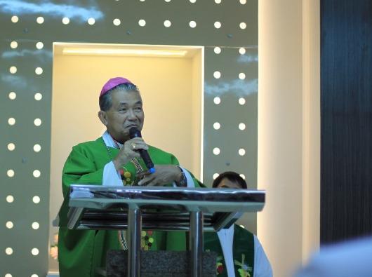 Mgr Agustinus Agus memberi homili kepada para wartawan Katolik. Foto Komsos KAP