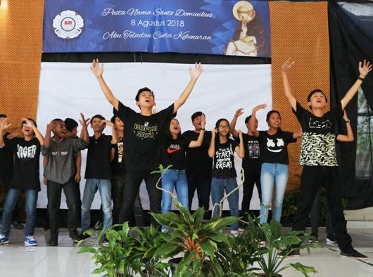 Para siswa SMP Joannes Bosco Yogyakarta mempresentasikan gerakan Cinta Kebenaran