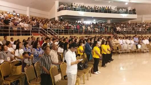 Sebagian umat yang memadati Aula Kantor Gubernur, tempat acara puncak Peringatan Yubileum 150 Tahun Tumbuh Kembali Gereja Katolik di Keuskupan Manado Kevikepan Manado. (Foto A. Ferka)