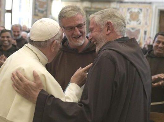 Paus Fransiskus bersama para biarawan Kapusin dalam Kapitel Umum mereka di Roma, 14 September 2018  (Vatican Media)