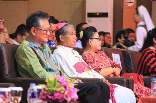 Mgr Agus bersama Koordinator BPN PKK Indonesia Endie Rahardja (kiri). Komsos Pontianak/sam