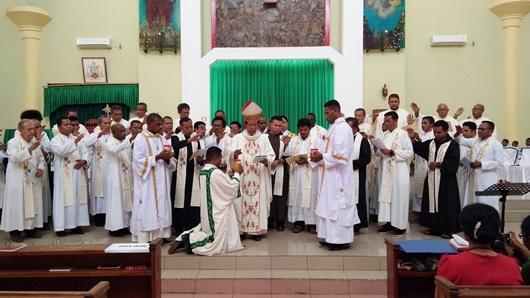 Pemberkatan minyak suci dalam Misa Penutupan Muspas Kame 2018 di Gereja St. Fransiskus Xaverius Katederal. PEN@ Katolik/ym