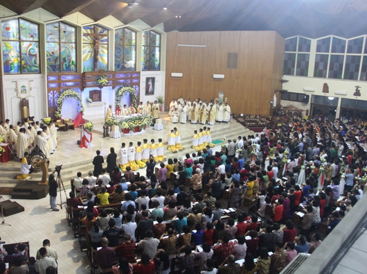 Suasana Misa Stasional Perdana, Pengambilalihan Secara Kanonik Keuskupan Purwokerto. PEN@ Katolik/pcp