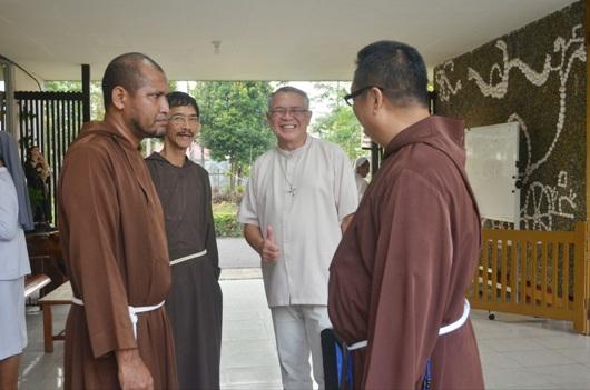 Persahabatan  di antara biarawan Fransiskan dan Dominikan. Komsos KAP/aldi&afra