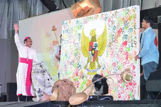 Mgr Rubiyatmoko membuka Garuda Pancasila. Foto Romo Wito