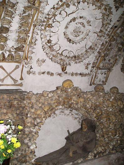 Salah satu sisi kapel bawah tanah. Foto Wikipedia