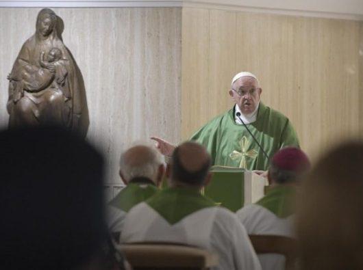 Paus dalam Misa harian di Casa Santa Marta. Vatican Media
