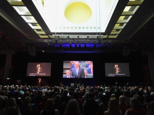 Masyarakat menyaksikan Perdana Menteri Australia  Scott Morrison menyampaikan permohonan maaf  nasional kepada para korban pelecehan seksual kelembagaan     (ANSA)