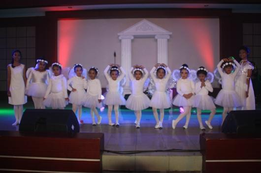Anak-anak TK Santa Theresia menjadi bagian dari adegan drama. PEN@ Katolik/Paulus Didi