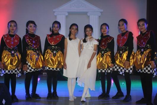 Modern dance SMP Santo Mikael sebagai pembuka acara. PEN@ Katolik/Paulus Didi
