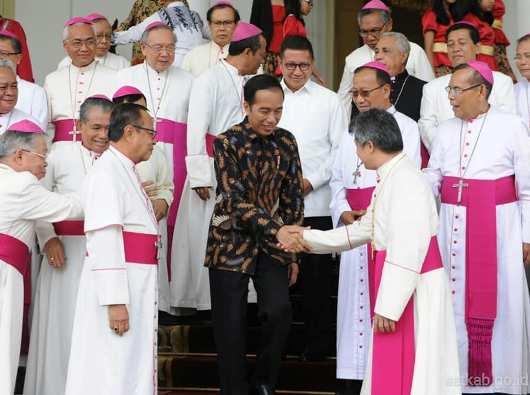 Para uskup dan Jokowi1