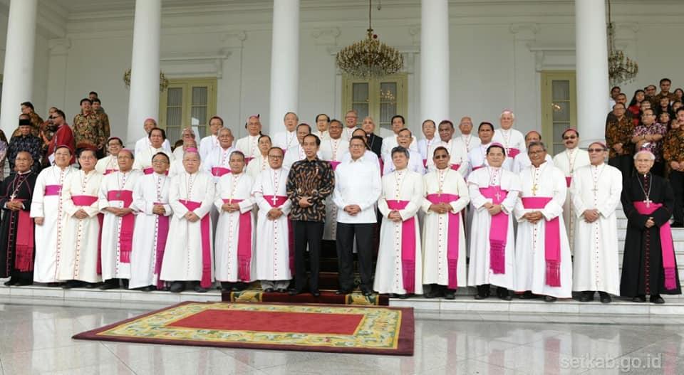 Para uskup dan Jokowi