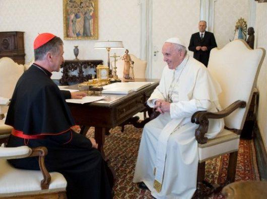 Paus Fransiskus bertemu dengan Kardinal Blase Cupich (foto file)   (Vatican Media)