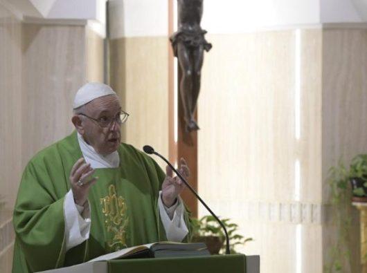Paus Fransiskus memberikan homili pada Misa di Casa Santa Marta  (Vatican Media)