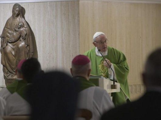 Paus Fransiskus menyampaikan homili pada Misa pagi di  Casa Santa Marta  (Vatican Media)