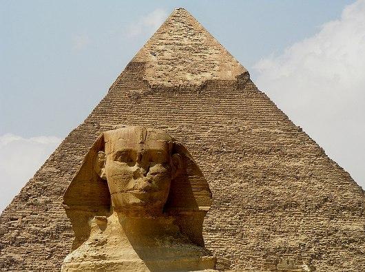 Sphinx Raya dari Giza and Piramida Khafre, Datara Tinggi Giza, Cairo. Oleh Christian Rosenbaum/Wikimedia