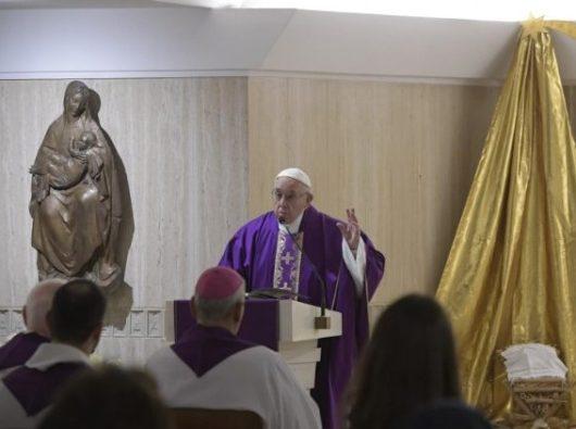 Paus Fransiskus dalam Misa di Casa Santa Marta  (Vatican Media)