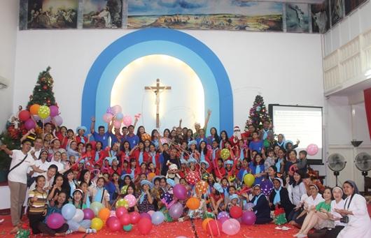 Foto bersama Mgr Agus bersama para anak panti asuhan bersama pembina dan panitia (PEN@ Katolik/pcp)
