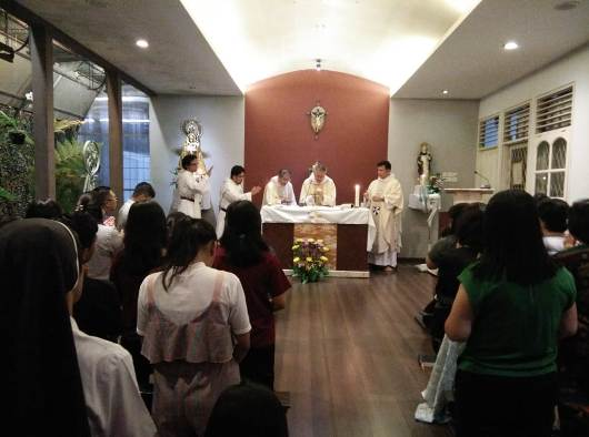 Provinsial Ordo Pewarta Filipina merayakan Misa dengan Keluarga Dominikan di Rumah Santo Dominikus Palapa, Pontianak/asdi