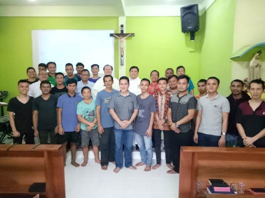 Provinsial Ordo Pewarta Filipina bersama para warga binaan di rutan