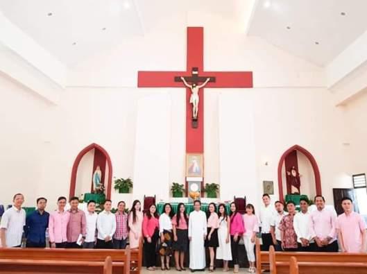 """Paduan Suara """"Deo Cantate Ensemble Chorus"""" di Gereja Paroki Kristus Raja Kota Kotamobagu, Sulawesi Utara. Ist"""