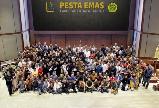 Seluruh Peserta Seminar dan Misa Syukur 50 Tahun Fakultas Filsafat Unpar. PEN@ Katolik/iy