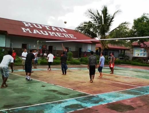 Volley ball antara warga binaan dan frater SVD. PEN@ Katolik/yf
