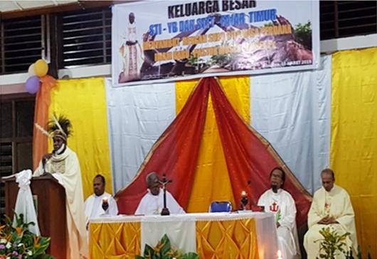 "Pastor Moses ""Cuirces"" Amiset Pr sedang memberi homili dalam Misa Perdana di SMI FT (PEN@ Katolik/sd)"