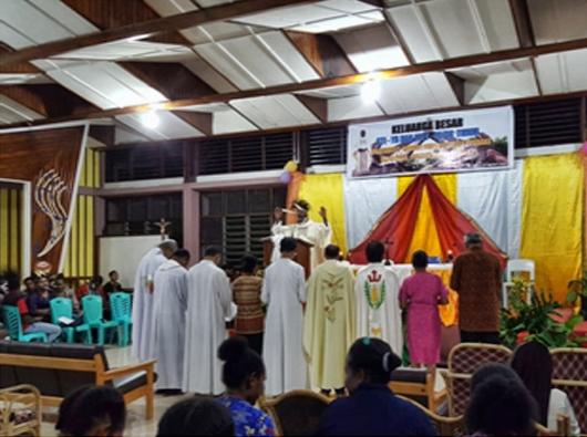 Pastor Moses memberkati karyawan-karyawati STIYB dan pembina serta beberapa dosen STFT FT/PEN@ Katolik/sd