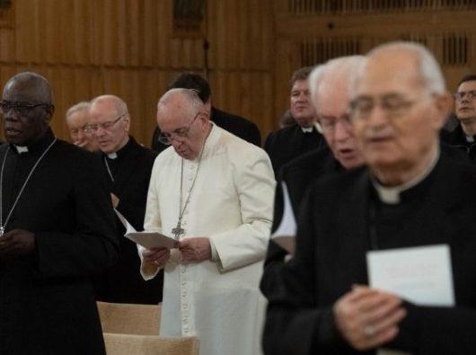 Paus Fransiskus dalam retret Prapaskah tahunan.  (ANSA)