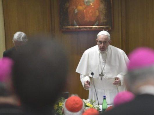 Paus Fransiskus memberi sambutan kepada para uskup dalam Pertemuan tentang Perlindungan  Anak di Bawah Umur yang berlangsung bulan lalu  (Vatican Media)