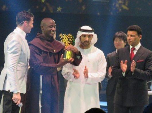 Guru terbaik sedunia menerima penghargaan