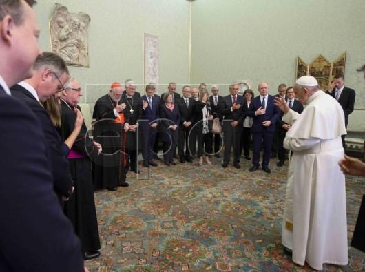 Paus Fransiskus memberkati para wartawan Jerman/EPA