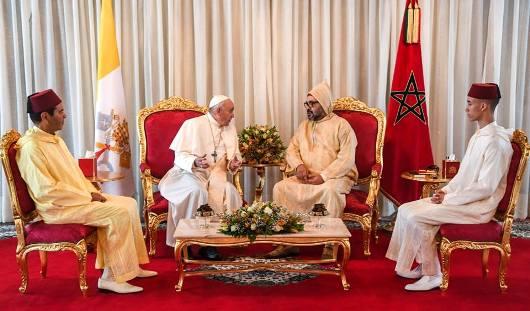 Pauis dan Raja Maroko