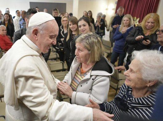 Paus mengunjungi Desa Emanuele tempat para penderita Alzheimer. Vatican Media